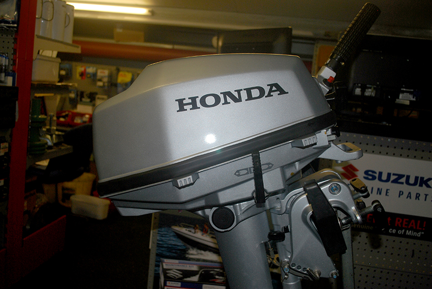 Honda 5hp outboard engine for sale at Harbour Marine